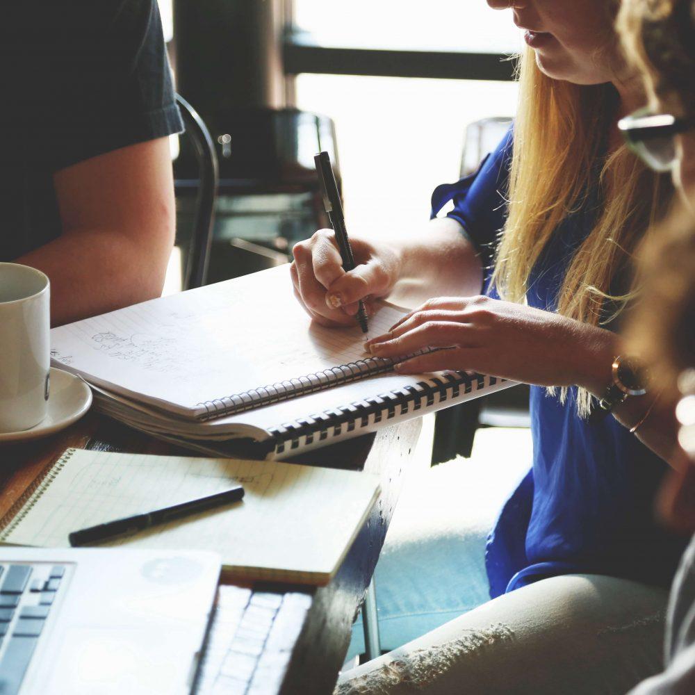 Des programmes de formation pour jeunes créateurs, jeunes créatrices et fashion entrepreneur(e)s